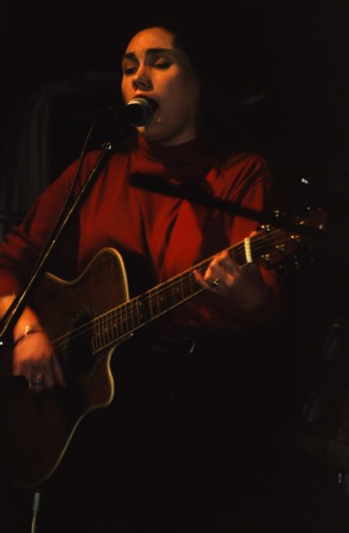 Lois singing